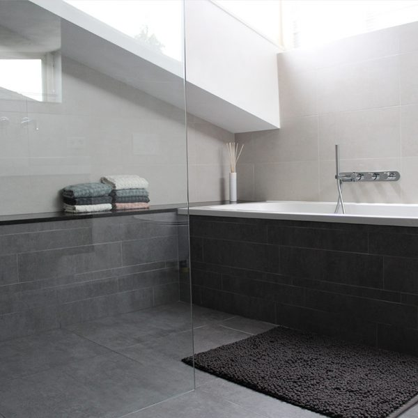 Binnenkijken bij Zonnige badkamer in Empel
