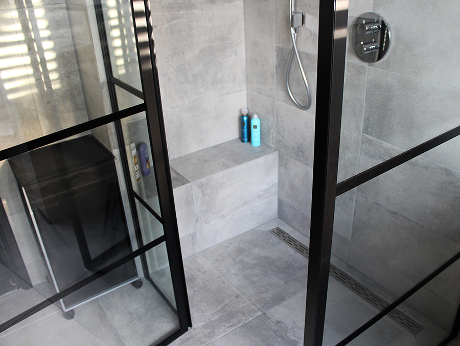 Betonlook Badkamer Maken : Betonlook badkamer met zwarte details rosmalen badkamer id vught